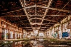 Verlassene Halle eines Stahlwerks
